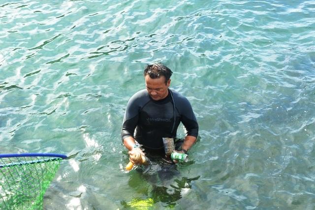 Người đàn ông leo rừng, lặn biển nhặt rác - 2
