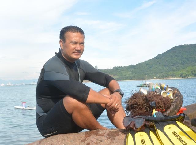Người đàn ông leo rừng, lặn biển nhặt rác - 5