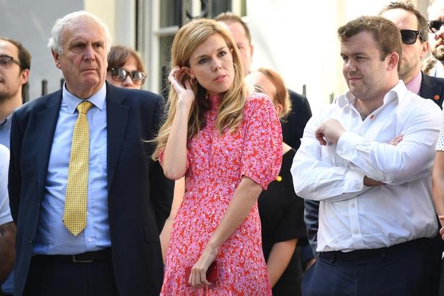 Hành động chưa từng có tiền lệ của tân Thủ tướng Anh và bạn gái kém 24 tuổi - 2