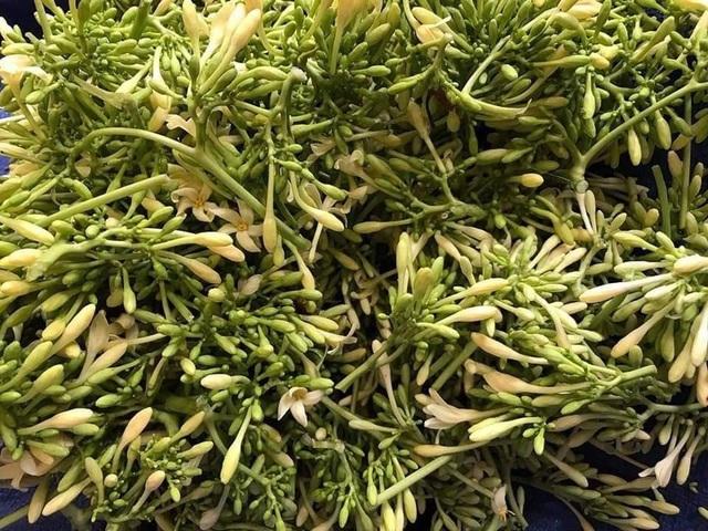 Loại hoa thường cắt bỏ đi sấy khô thành đặc sản 1,5 triệu đồng/kg - 1