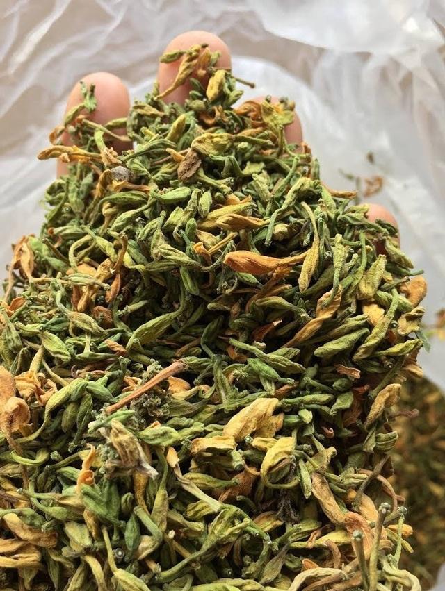 Loại hoa thường cắt bỏ đi sấy khô thành đặc sản 1,5 triệu đồng/kg - 4