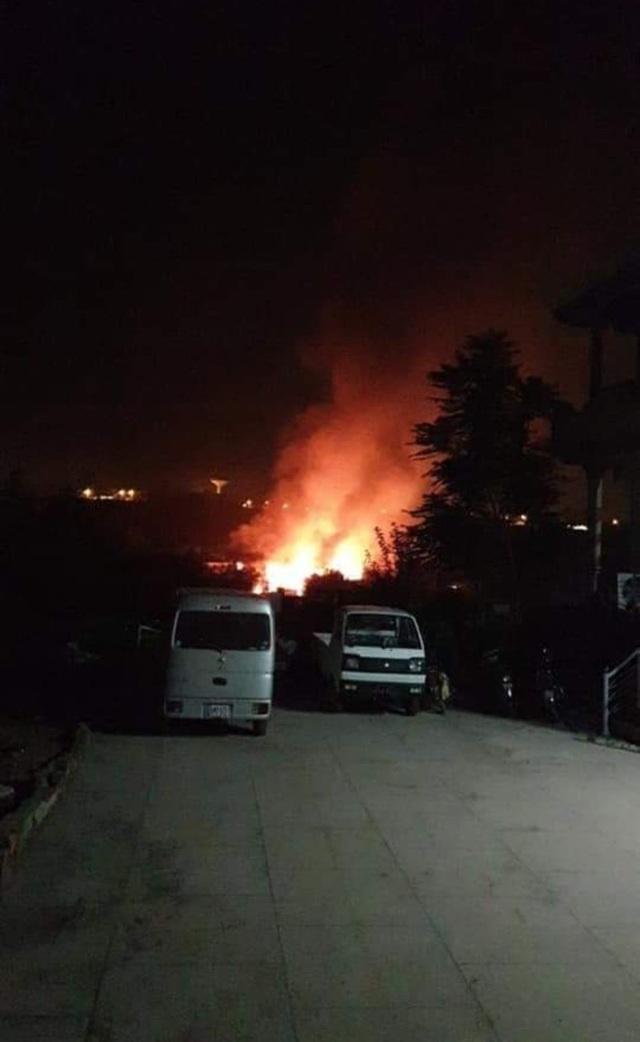 Máy bay quân sự Pakistan rơi trúng khu dân cư, ít nhất 19 người thiệt mạng - 2