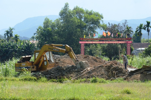 Huyện thuộc diện nghèo nhất nước đầu tư 2 tỷ xây cổng chào - 1