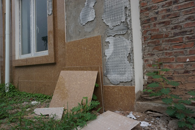 """Cận cảnh hàng loạt biệt thự bỏ hoang ở """"phố nhà giàu"""" ngoại ô Hà Nội - 11"""