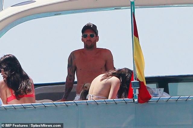 Messi chơi sang với chuyến nghỉ dưỡng trên siêu du thuyền - 1