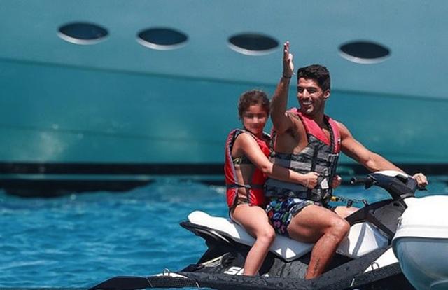 Messi chơi sang với chuyến nghỉ dưỡng trên siêu du thuyền - 6