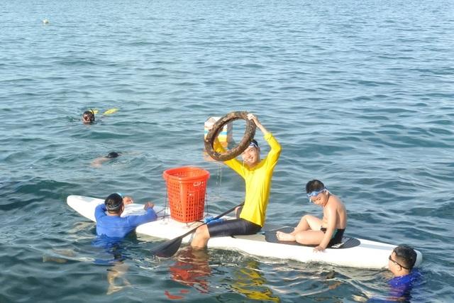 Người đàn ông leo rừng, lặn biển nhặt rác - 6