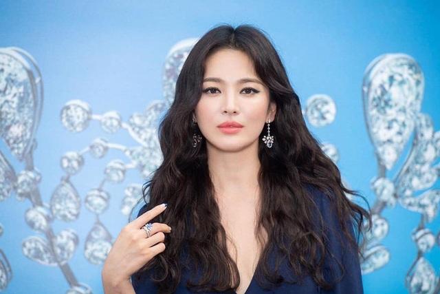 Nhiều tờ báo của Hàn bị phạt vì tung tin về vụ ly hôn của Song Hye Kyo - 1