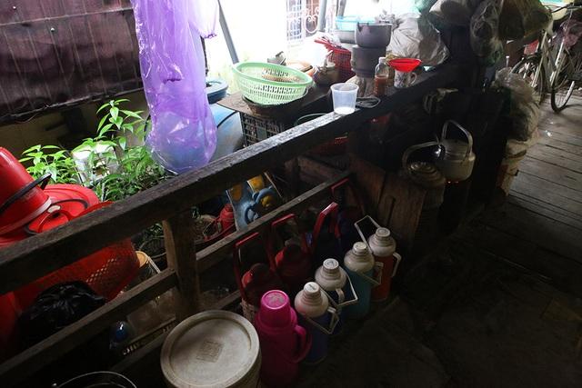 Cuộc sống như từ thế kỷ trước trong khu nhà gỗ ở Hà Nội - 5