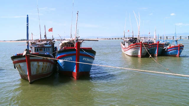 Phú Yên: Nhiều rủi ro khi ngư dân tự cải hoán, nối tàu cá dài trên 15m  - 1