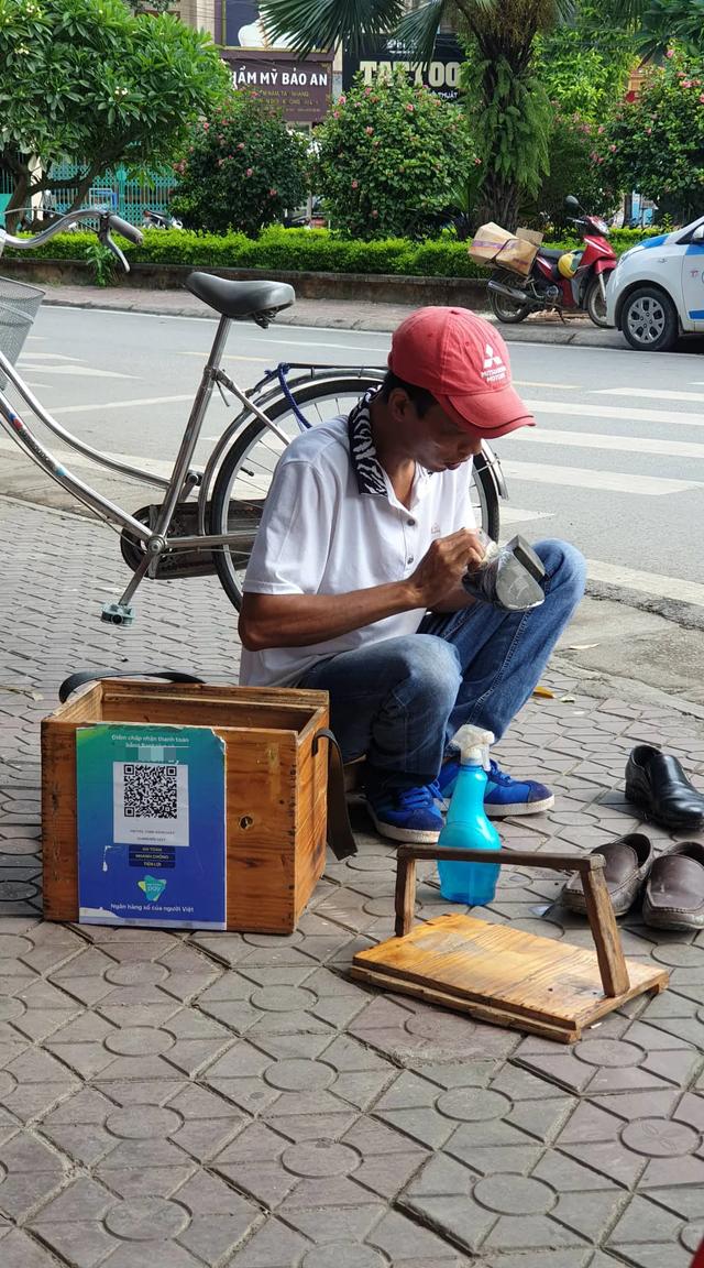 Đánh giày thời 4.0: Quét mã QR, từ chối nhận tiền mặt-chuyện đã xuất hiện ở Việt Nam - 1