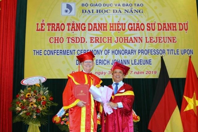ĐH Đà Nẵng trao danh hiệu Giáo sư danh dự đến tiến sĩ người Đức - 1