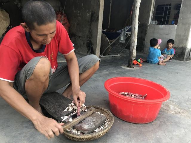 Xót thương những đứa trẻ nheo nhóc lo...người cha không ăn được cơm - 3