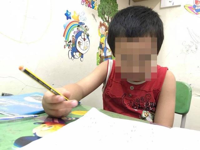 Chăm chăm cho con học chữ trước là bố mẹ lười! - 2