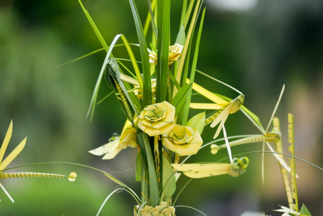 Hô biến lá dừa nước miền Tây thành giỏ hoa, con vật ở Hà Nội, kiếm tiền triệu mỗi ngày - 6