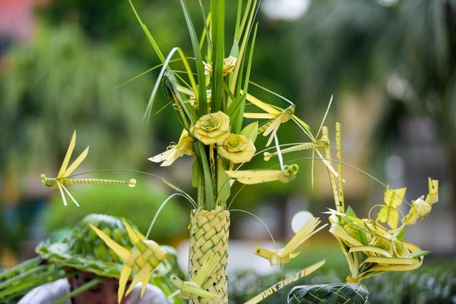 Hô biến lá dừa nước miền Tây thành giỏ hoa, con vật ở Hà Nội, kiếm tiền triệu mỗi ngày - 3