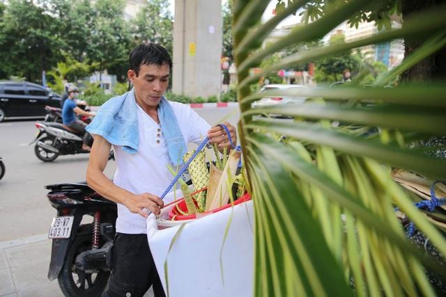 Hô biến lá dừa nước miền Tây thành giỏ hoa, con vật ở Hà Nội, kiếm tiền triệu mỗi ngày - 14