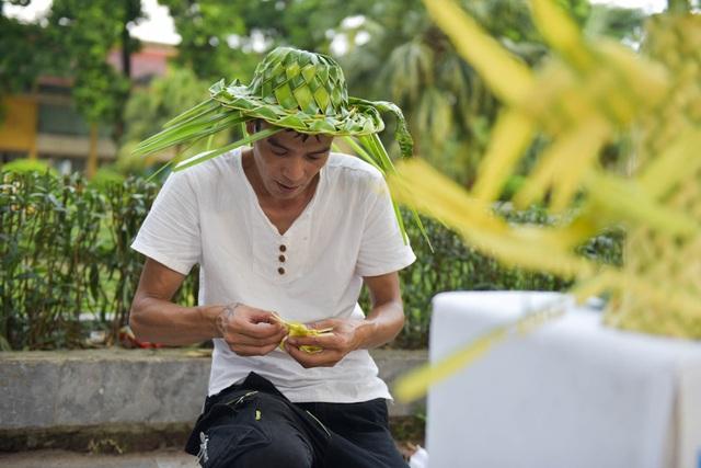 Hô biến lá dừa nước miền Tây thành giỏ hoa, con vật ở Hà Nội, kiếm tiền triệu mỗi ngày - 9
