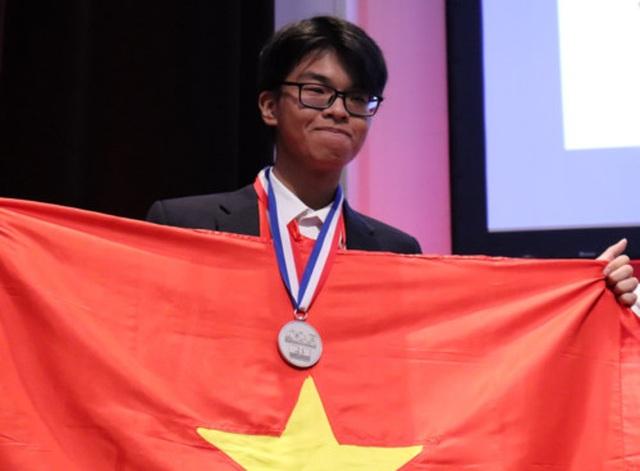 Chàng trai miền núi xuất sắc giành huy chương bạc Olympic Quốc tế - 1