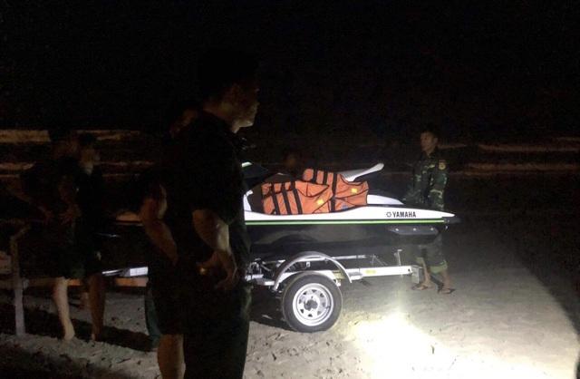 Đang tìm kiếm hai học sinh bị sóng biển cuốn trôi, mất tích ở Đà Nẵng - 1