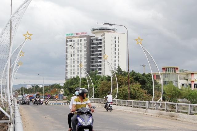 Cận cảnh khách sạn 5 sao bị rao bán 500 tỷ đồng ở Phú Yên - 1