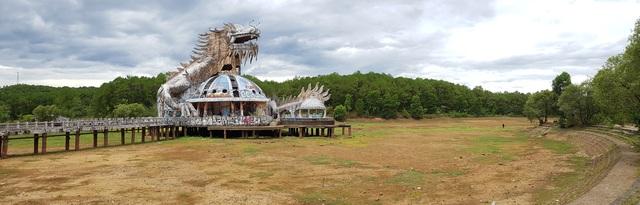 Sửng sốt cảnh công viên nước bỏ hoang ma mị từng lên báo Mỹ bỗng cạn khô trơ cả đáy - 1