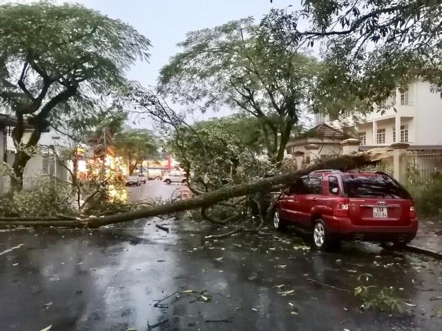 Lốc xoáy khiến hàng chục ngôi nhà ở Lâm Đồng bị tốc mái - 1
