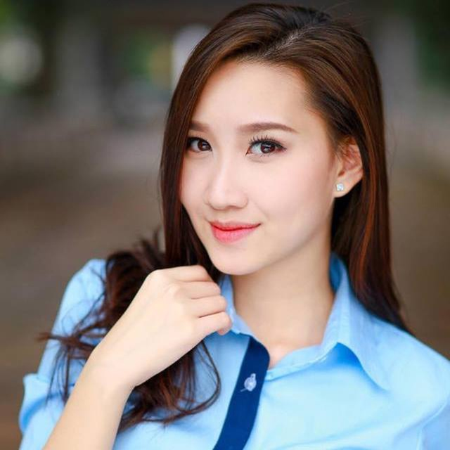 """""""Bông hồng"""" Lào gốc Việt xinh đẹp trong lễ tốt nghiệp tại Học viện Ngoại giao - 1"""