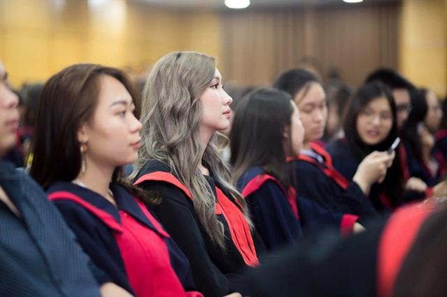 """""""Bông hồng"""" Lào gốc Việt xinh đẹp trong lễ tốt nghiệp tại Học viện Ngoại giao - 9"""