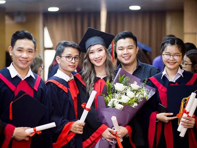 """""""Bông hồng"""" Lào gốc Việt xinh đẹp trong lễ tốt nghiệp tại Học viện Ngoại giao - 11"""
