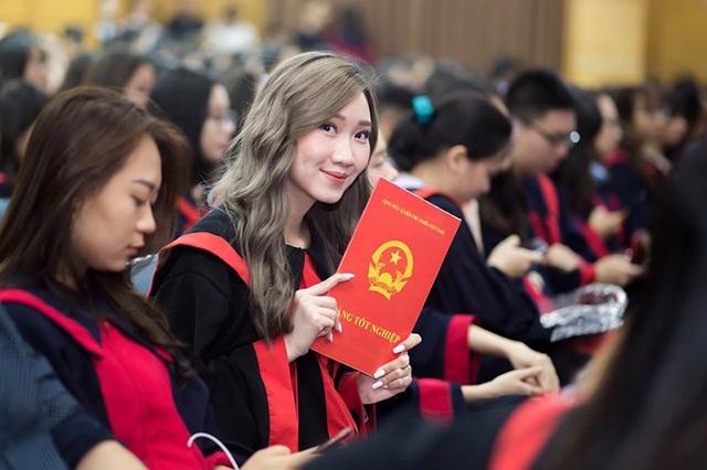 """""""Bông hồng"""" Lào gốc Việt xinh đẹp trong lễ tốt nghiệp tại Học viện Ngoại giao - 8"""