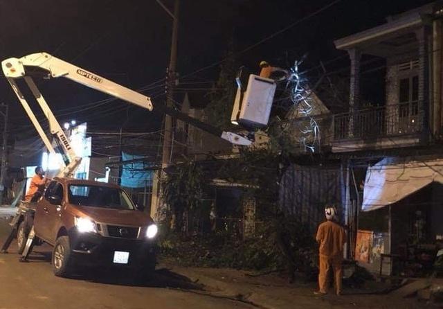 25.000 hộ dân mất điện vì mưa lớn kèm gió lốc - 1