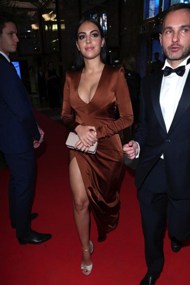 Bạn gái C.Ronaldo khoe dáng với loạt hình nội y nóng bỏng - 5