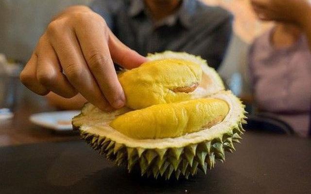 """""""Học đòi"""" thử thách ăn mì cay trộn sầu riêng, ca sĩ Malaysia suýt đánh đổi cả tính mạng  - 3"""