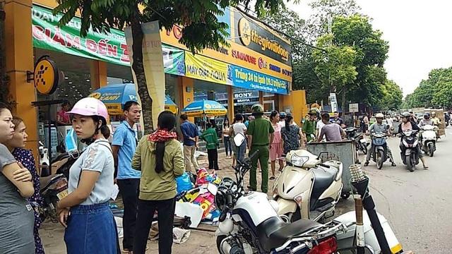 Hà Nội: Bảo vệ siêu thị bị đối tượng 2 tiền án chém trọng thương - 1