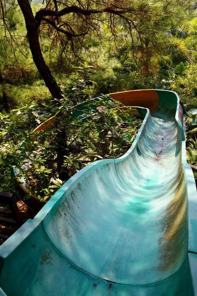 Sửng sốt cảnh công viên nước bỏ hoang ma mị từng lên báo Mỹ bỗng cạn khô trơ cả đáy - 5