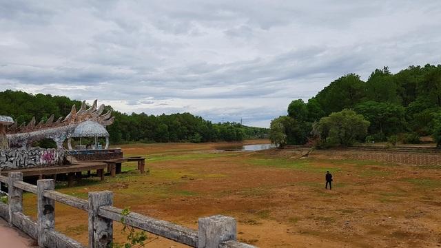 Sửng sốt cảnh công viên nước bỏ hoang ma mị từng lên báo Mỹ bỗng cạn khô trơ cả đáy - 4