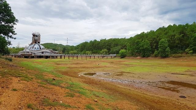 Sửng sốt cảnh công viên nước bỏ hoang ma mị từng lên báo Mỹ bỗng cạn khô trơ cả đáy - 8
