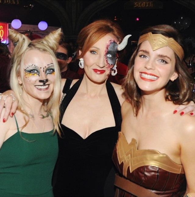 """Emma Watson tưng bừng chúc mừng sinh nhật của """"mẹ đẻ Harry Potter"""" - 2"""
