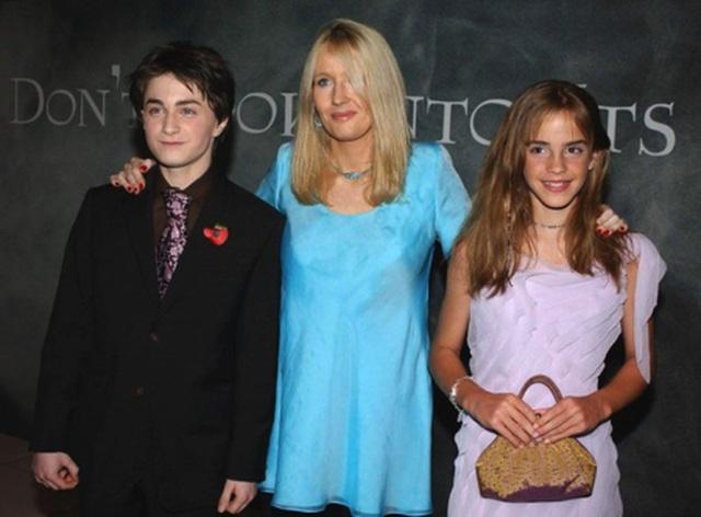 """Emma Watson tưng bừng chúc mừng sinh nhật của """"mẹ đẻ Harry Potter"""" - 3"""
