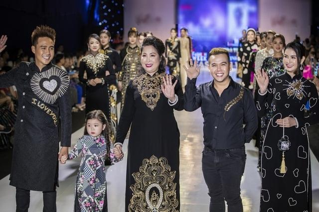 NSND Hồng Vân cùng dàn sao phim đình đám bất ngờ làm người mẫu - 3
