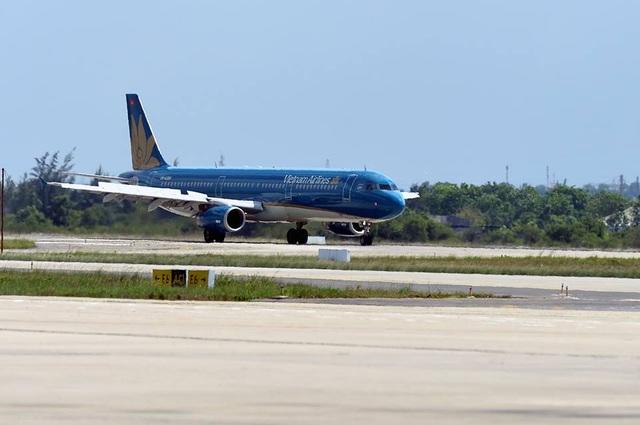 Hải Phòng đóng cửa sân bay, hãng hàng không đồng loạt hủy chuyến vì bão - 1