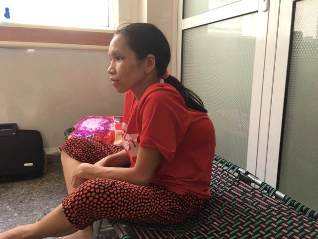 Xót thương người mẹ lưng gù khóc cạn nước mắt khi biết con vừa sinh đã mắc bạo bệnh - 2