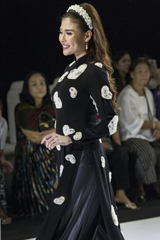 NSND Hồng Vân cùng dàn sao phim đình đám bất ngờ làm người mẫu - 12