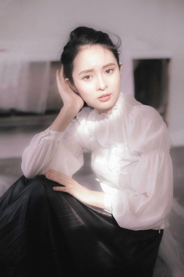 Hoa khôi Đại học Tôn Đức Thắng trong trẻo trong bộ ảnh thanh xuân - 1
