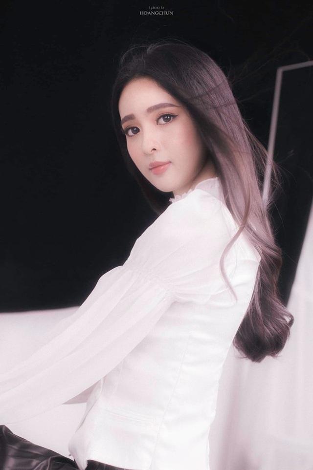 Hoa khôi Đại học Tôn Đức Thắng trong trẻo trong bộ ảnh thanh xuân - 11