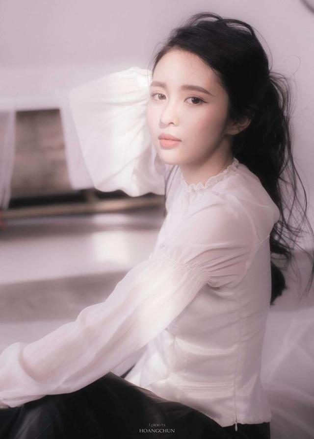 Hoa khôi Đại học Tôn Đức Thắng trong trẻo trong bộ ảnh thanh xuân - 6