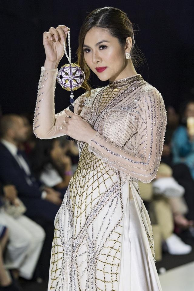 NSND Hồng Vân cùng dàn sao phim đình đám bất ngờ làm người mẫu - 5