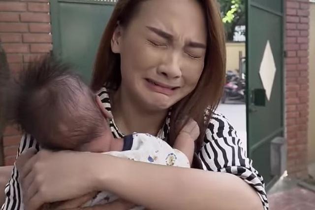 """""""Về nhà đi con"""": Khi tình yêu chớm nở cũng là lúc đong đầy nước mắt - 4"""