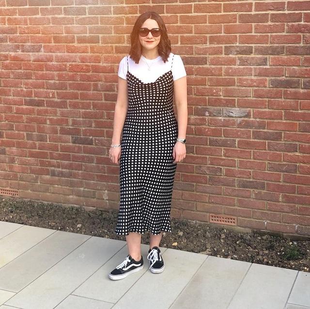 Cô gái gây sốt mạng vì chuyên đăng ảnh phục trang bị bạn trai chê - 4